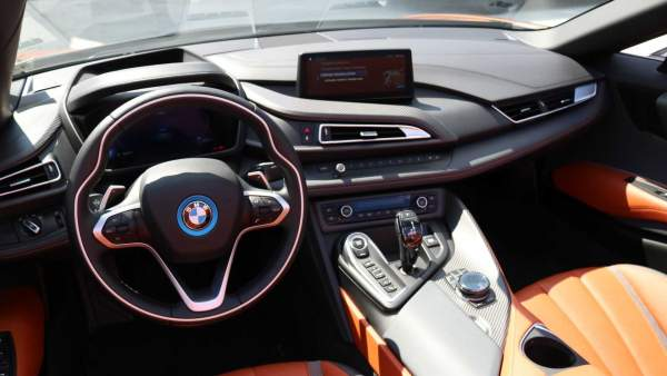 2020-BMW-i8-Roadster-Interior