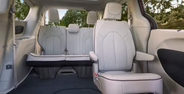2020-Chrysler-Pacifica-Hybrid-Interior