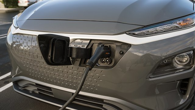 2021-Hyundai-Kona-Electric-Charging