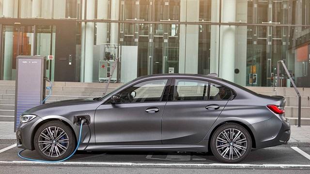 2021 BMW 330e side