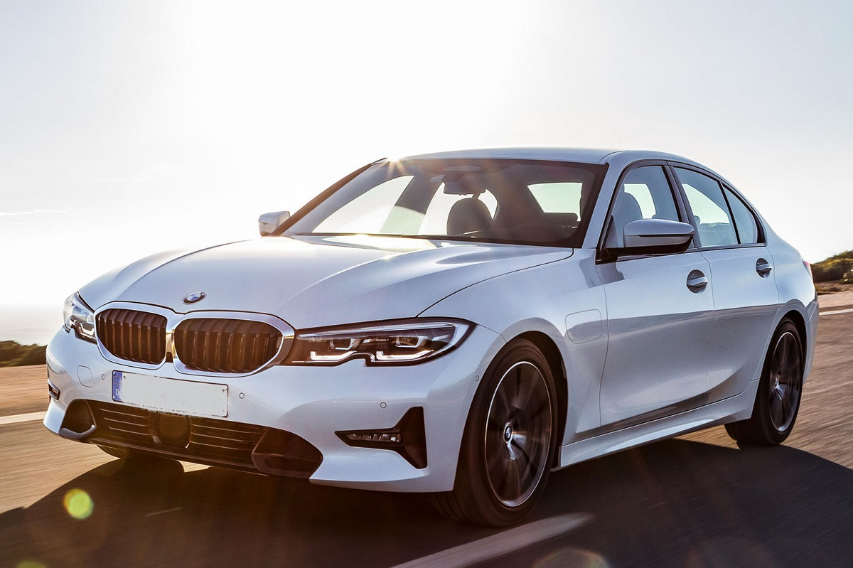 2021 BMW 3 Series Hybrid front