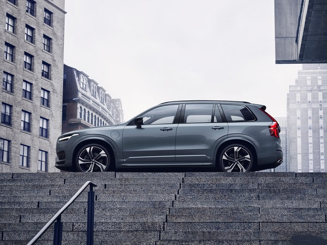 2021 Volvo XC90 T8 side