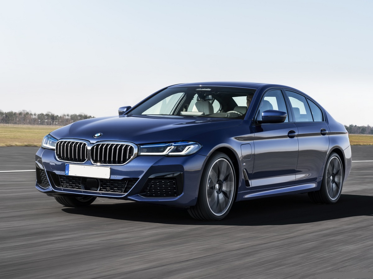 2021 BMW 530e Plug-In Hybrid front