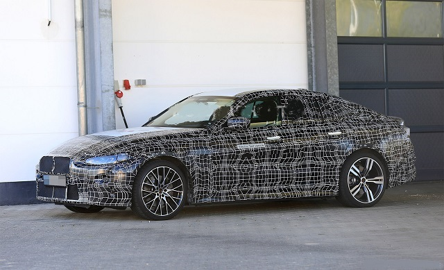 2022 BMW i4 side