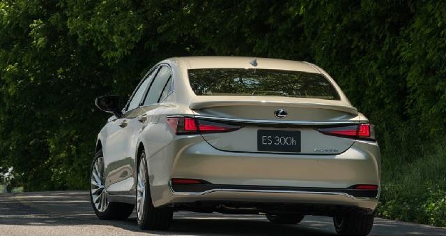 2021 Lexus ES 300h rear