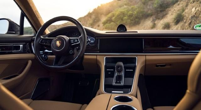 2021 Porsche Panamera 4S E-Hybrid interior