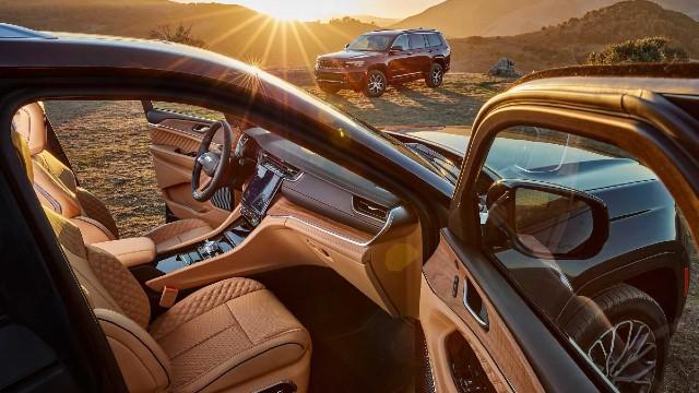 2022 Jeep Grand Cherokee Hybrid interior