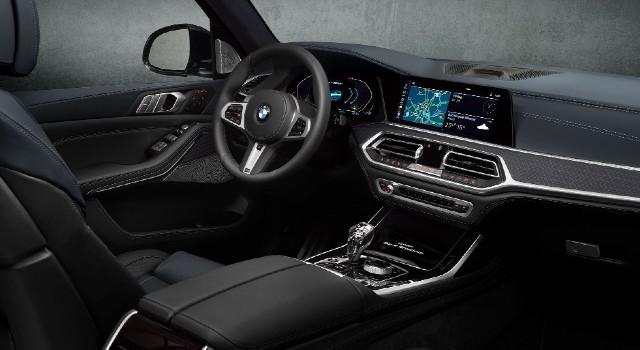2022 BMW X8 interior
